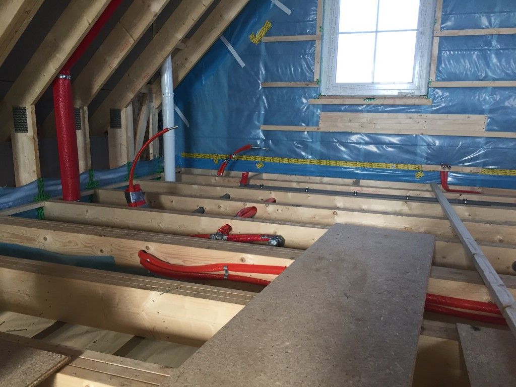Zukünftiges Badezimmer im OG mit Sanitäranschlüssen (30.06.2015)